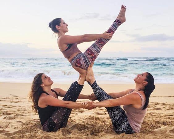 5 Lý Do Bạn Nên Rủ Ngay Hội Bạn Thân Tập Yoga 2