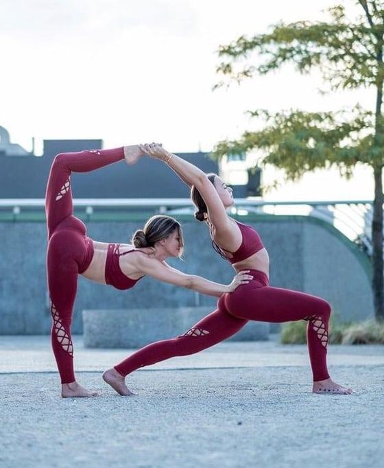 5 Lý Do Bạn Nên Rủ Ngay Hội Bạn Thân Tập Yoga 4